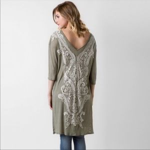 Gimmicks by BKE olive color lace tunic M